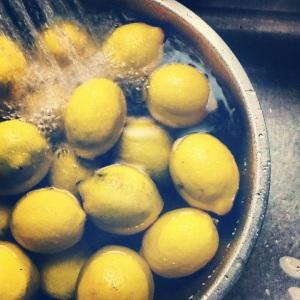 washing-lemons